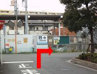 駐車場から当院まで